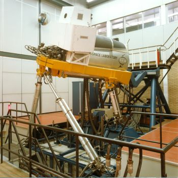 Paneel 32 - Simulator, Vluchtnabootser met Bewegende Stuurhut (VMBS), later Research Flight Simulator (RFS)